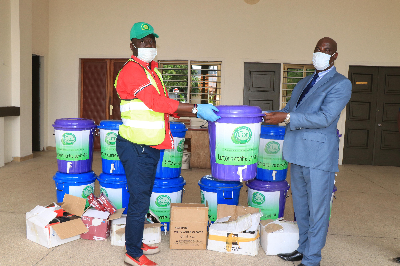 Lutte contre la Covid-19 : Le Gi2E offre du matériel d'hygiène et de protection au District Autonome du Grand Lomé