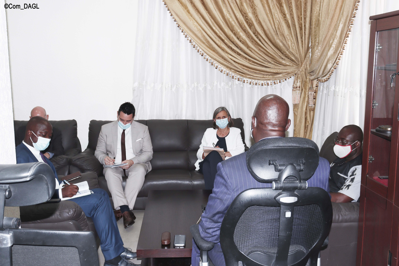 Tagba A. Tchalim a conféré avec l'Ambassadrice de France au Togo, Mme Jocelyne Caballero